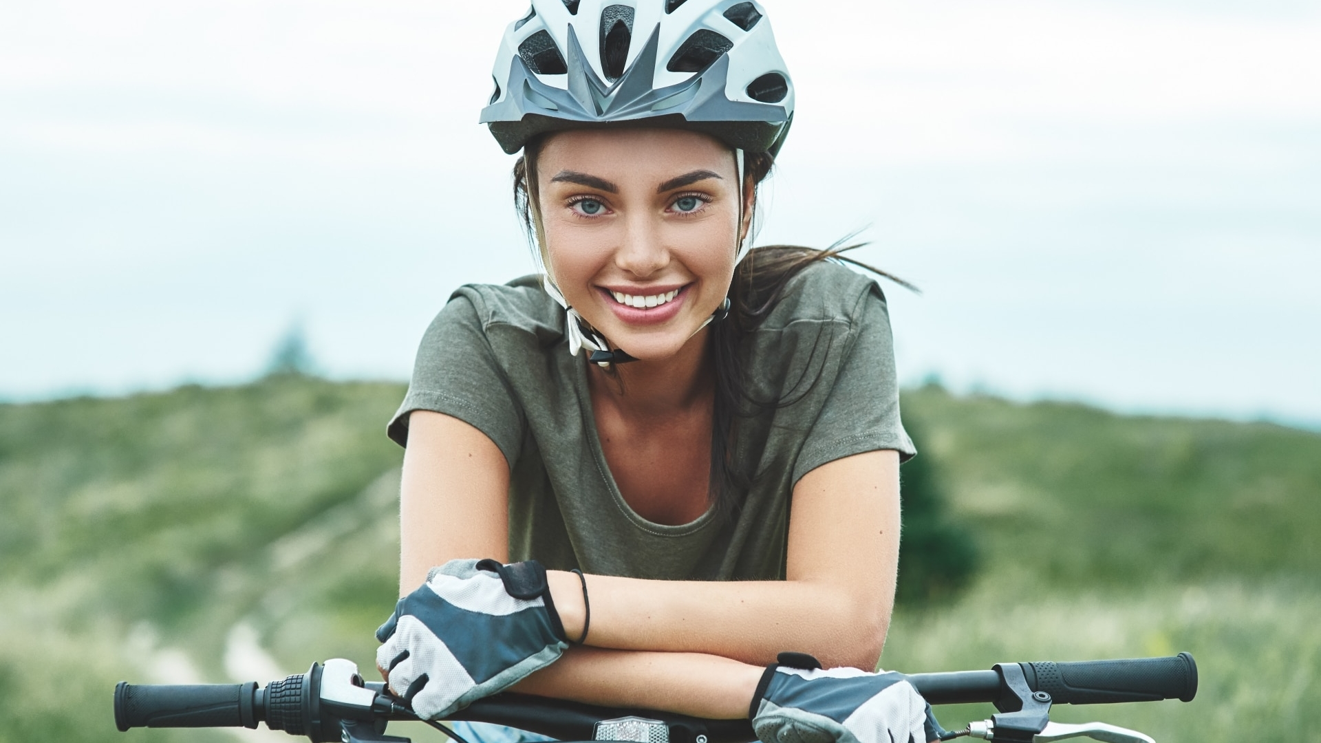 Mountain biking - woman with fatbike enjoys summer vacation. Close up © iStock