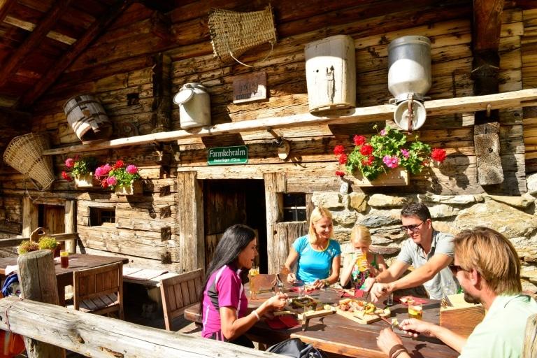 Jause bei der Farmkehralm © Alpbachtal Tourismus