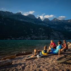Pause am Ufer des Walensee im Heidiland © Thomas Kessler Visuals