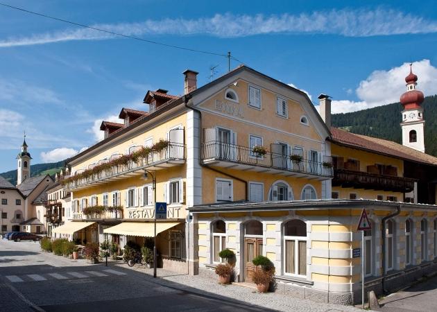 Hotelansicht vom Hotel Emma Niederdorf © Foto Klick
