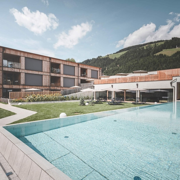 Hotel Hirben mit Pool © Kottersteger
