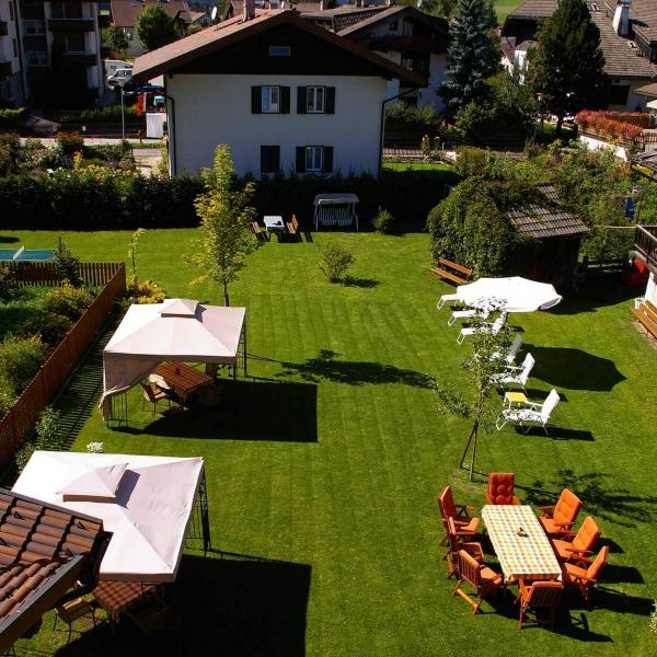 Garten der Pension Kühbacher in Niederdorf