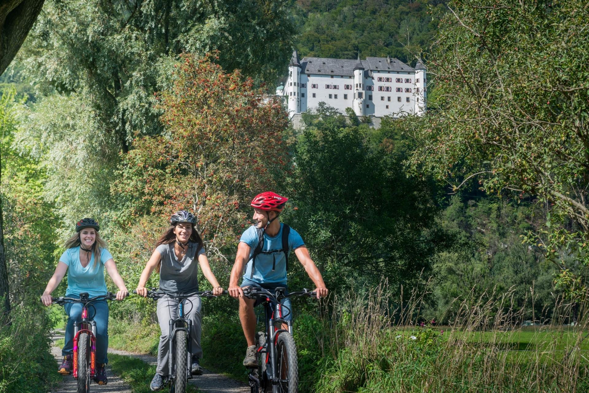 Radfahren in der Silberregion Karwendel © ichmachefotos.com - Angelica Morales