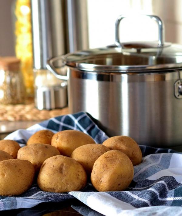Vorbereitung für den Kössener Kartoffeltopf © Kaiserwinkl