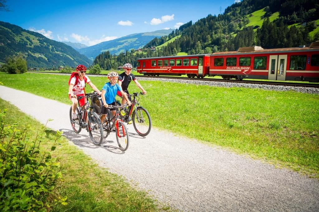 Radfahren Familie © Zillertal Tourismus - Daniel Geiger