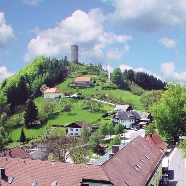 Gasthaus und Burgruine Waxenberg