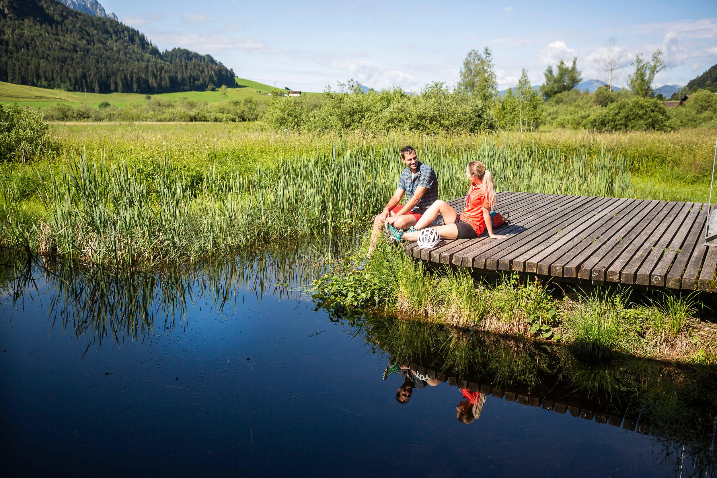 Gemütliche Pause am Walchsee im Kaiserwinkl © Velontour