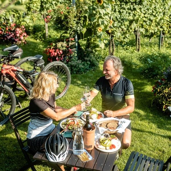 Essen im Weingarten © Pichler Schober
